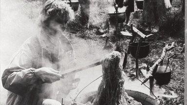 EESTI NAINE 96   Lõngakeetjad, 1990