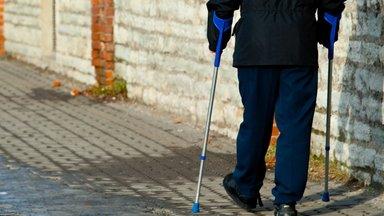 Kui puudega inimene läheb tööle, kas ta saab töövõimetoetust edasi?