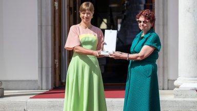 """Presidendi moeleiud: Tori ja Mulgimaa rahvarõivastest """"Sõna on vaba"""" džemprini"""