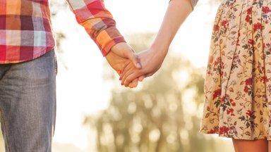 Esimene suhe – ilus mälestus või valus õppetund?