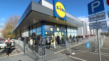RusDelfi в Латвии | Локдаун напомнил о советских очередях в магазинах: чтобы попасть в Lidl, приходится ждать не менее часа