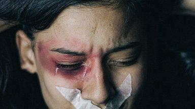Vägivaldse kasuisaga kasvanud naine: mind painab tänaseni, et inimesed teadsid, aga keegi ei teinud midagi