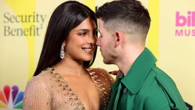 FOTOD   Vapustavalt kaunis ja eriline: näitleja Priyanka Chopra avaldas pulma-aastapäeval seninägemata pulmapidid