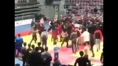 ВИДЕО: В Ингушетии состоялась массовая драка на турнире по самбо