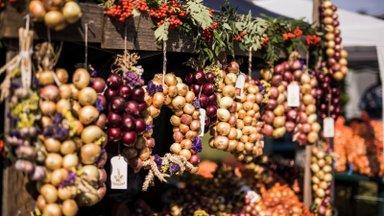 FOTOD | Lüübnitsa küla sibula- ja kalalaat pakkus päikesepaistes külalistele mõnusaid lõhnu ja maitseid
