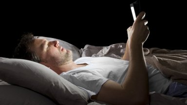 Kas tead, kuidas nutitelefonilt paistev valgus mõjutab sinu aju ja keha?