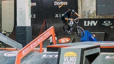 Simple Sessioni finaali pääses ka Eesti rulataja Raul Urberg, BMX-sõitjad panid publiku ahhetama