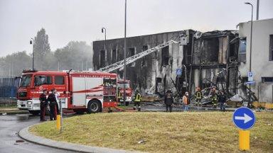 VIDEO JA FOTOD   Milano äärelinnas rammis väikelennuk tühja hoonet. Kaheksa inimest hukkus