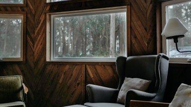 Чтобы дом не превратился в морозилку, а батут не улетел на юг: как подготовить дом к зиме?