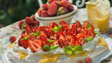 Juuni köögiuudised ja hooaja retsept: maasikapavlova sidrunikreemiga