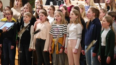 VIDEO: Vaata, kuidas Arvo Pärt käis lastelaulude proovi kuulamas!