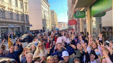 Фан-встреча латвийского Тикток-дома в Риге прошла так успешно, что... ее пришлось быстро закончить