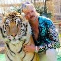 """""""Tiger Kingi"""" vastuoluline täht Joe Exotic püüab isa surma abil vanglast vabaneda"""