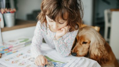 Kodus olevad lapsed enam distantsõppel osaleda ei saa. Ema: kuidas mu laps nüüd teistega järge peab?