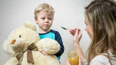 Puust ette ja punaseks | Perearsti juhis lapsevanematele, millal võib tõbisena tunduva lapse lasteaeda viia ja millal mitte