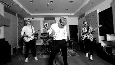 """Jaagup Tuisk avaldas raadiosinglina loo """"Las Mängib Ta"""" ning sellele ka visuaali, millega tutvustab uut bändi"""