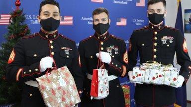 ФОТО | Сотрудники Посольства США передали подарки силламяэским детям в день православного Рождества