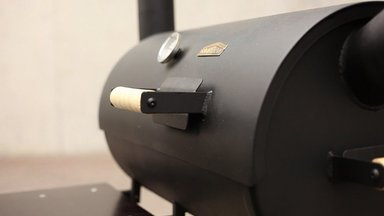 Stovemani barbeque-ahjus valmistab Erlis Schönberg kapsasuppi ja liha