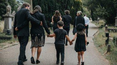 Leinanõustaja selgitab: lapse kaotanud vanemad ei saa leinast üle, nad õpivad sellega elama