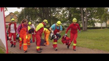VIDEO | Rahuliku Haapsalu tänavaid täitsid kümnete kiirabiautode huilgavad sireenid