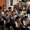 Спасенных из пещеры в Таиланде подростков выписали из больницы
