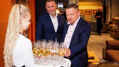 FOTOD | 6000 eurot maksev Miki Hiir, hinnaline mööbel ja staaride seltskond: Treimann Mööbel & Disain tähistas uue salongi avamist