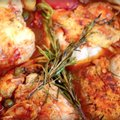 KIIRE ÕHTUSÖÖGI SOOVITUS: Ahjus valmistatud kanakintsud tomatite, artitšokkide ja kapparitega