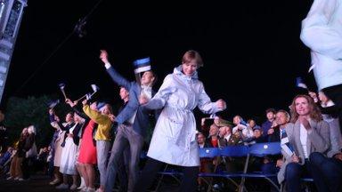 LÕBUSAD KLÕPSUD | Öölaulupidu läks nii hoogsaks, et presidendi tantsukingad ei suutnud enam paigal püsida