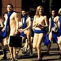 Peugeot reklaamib kabrioletti nudistide marsiga