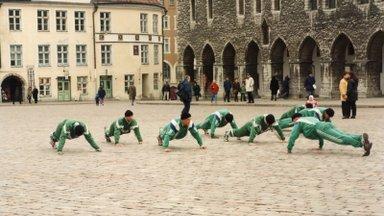 Värske jõutõstmise Eesti meister õpetab, kuidas treenida, kui jõusaalid on suletud