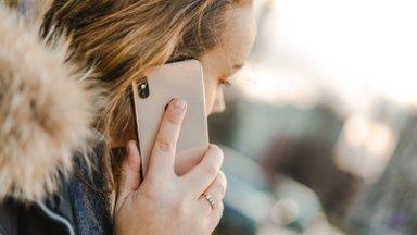 Школьные психологи предлагают бесплатную помощь по телефону на русском языке