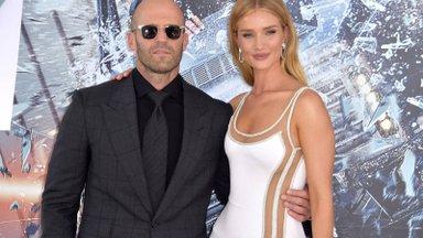 KUUMAD KLÕPSUD | Jason Stathami abikaasa seksikad pesupildid võtavad lausa sõnatuks