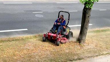 VIDEO│ Tallinn niidab muru, mis ei kasva. Tegevusetu niidukijuht hakkas rallitama