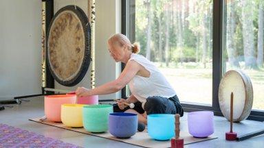 Neli päeva gongide, kristallkausside, jooga ja tantsuga. Kuidas see hingele, kehale ja vaimule tegelikult mõjub?