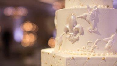 Кусок торта со свадьбы принцессы Дианы продадут на аукционе